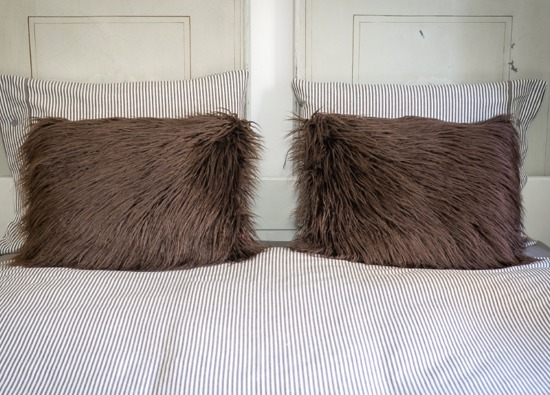 Faux fur pillow LUMA brown 40x50 cm