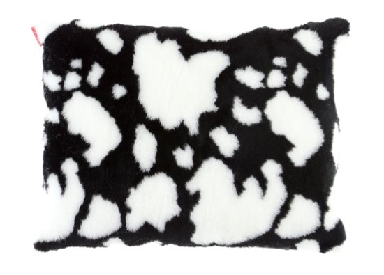 Poduszka dekoracyjna z futra KRÓWKA