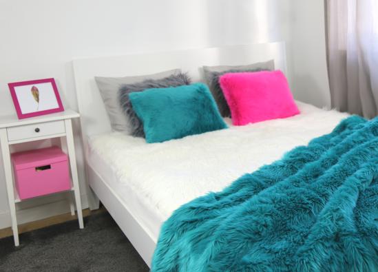 Komplet dekoracyjny futrzana narzuta LAGUNA KALA i dwie poduszki CZUPER